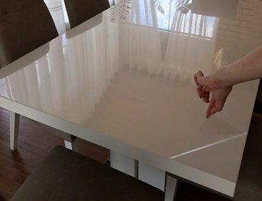 Белый прямоугольный стол с защитной пленкой Decosave Film, силиконовая пленка на стол